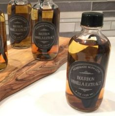 How to Make Homemade Bourbon Vanilla Extract - XO, Katie Rosario How to Make Homemade Bourbon Vanilla Extract: I had no idea it was so simple to make vanilla extract at home. Orange Extract Recipes, Vanilla Extract Recipe, Vodka Mixes, Madagascar Vanilla Beans, Food Words, Small Bottles, How To Make Homemade, Simple Syrup, Have Time