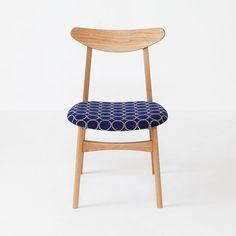 50's北欧家具のものづくりがお手本。「いいもの、ずっと」をコンセプトに、京都の家具職人が作るオリジナル椅子。 Original Chair 『pint-F(オーク)』 張地はミナペルホネン。