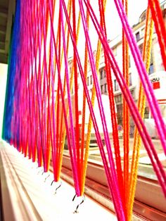 Discover thousands of images about Yarn Installation, Window display. Lots of fun in this link including sticky note in window. Design Display, Visual Display, Store Design, Display Ideas, Design Shop, Window Display Retail, Retail Windows, Store Windows, Display Windows