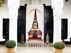Entrance-LHotelMarra