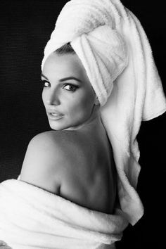 Britney Spears for Mario Testino's Towel Series - Pret-a-Reporter