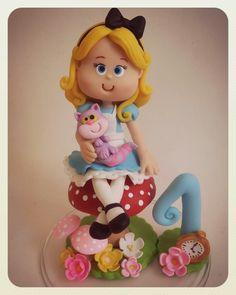 Topo de bolo Alice no País das Maravilhas Caketopper Alice in wonderland Doces Ideias Biscuit rvanpontes@yahoo.com.br @Revanzan