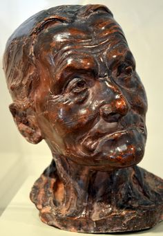 La vieille Hélène ou Vieille Femme par Camille CLAUDEL (1864-1943) en 1881-82. Terre cuite en 1885. Musée Camille Claudel à Nogent-sur-Seine. Photo : Hervé Leyrit ©