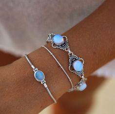 Bracelet avec des petits diamants bleus!!!!