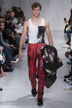 Continuando con la inspiración en Norteamérica, Raf Simons presenta una entrega más de Calvin Klein en la semana de la moda de Nueva York
