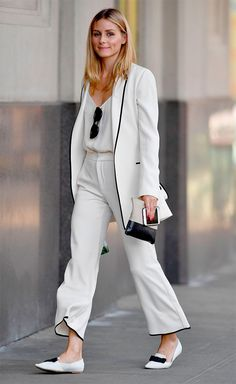 O.P. in gorgeous white with black trimmed suit!! - Street style look com terninho branco.