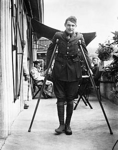 Ernest Hemingway, an American Red Cross volunteer during WWI, recuperates from wounds at ARC Hospital in Milan, Italy, Sept. Ernest Hemingway, Hemingway Frases, World War One, First World, American Red Cross Volunteer, A Farewell To Arms, Art Disney, Interesting History, Interesting Stuff