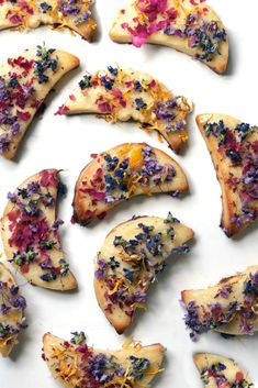 The perfect cookies to share for the coming Flower Moon, Litha or Midsummer celebration! Decorated with real, dried florals, these golden sugar cookies strike a balance between a sophisticated garden banquet and a whimsical, Alice-in-Wonderland tea party. Keto Recipes, Dessert Recipes, Cooking Recipes, Tea Party Desserts, Cream Recipes, Biscuits, Good Food, Yummy Food, Flower Food