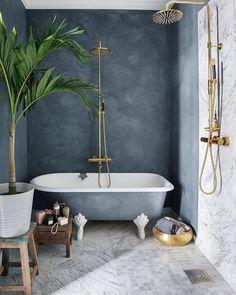 My home... treg start på dagen i dag fordi j elsker å henge her! /veggen er malt i fargen Oxford blue fra @pure_original_paint Armatur er fra Tapwell #lazyday #bathroom #blue #bad #baderom #living #nordicinspo #nordicinspo #scandinavianstyle #scandinavianhome #tapwell #pureandoriginalpaint #tonekroken