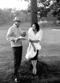 Michelangelo Antonioni discusses a scene with Jeanne Moreau during the filming of La Notte, 1961 Jeanne Moreau, Michelangelo Antonioni, Akira, French New Wave, Film World, Cult Movies, Great Films, Film Director, Film Stills