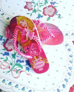 Sandálias infantil  bordada com perolas