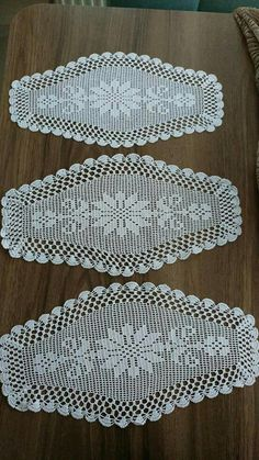 Crochet Lace Edging, Crochet Doilies, Baby Knitting Patterns, Crochet Patterns, Wood Burning Tips, Fillet Crochet, Crochet Table Runner, Diy Crafts Hacks, Crochet Books