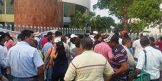 Protestan en el festejo que Astudillo le hizo a los maestro en Acapulco