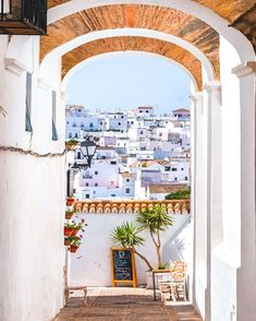 Located 190 meters above sea level, Vejer de la Frontera in Spain is known for its whitewashed houses and its narrow, winding streets. Kayla Itsines, Miguel Angel, Alicante, Spanish Towns, Andalusia, Future Travel, Spain Travel, Happy Weekend, Architecture