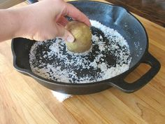 How to Clean and Season a Cast Iron Pan - Step By Step Tutorial for Extending the Life of your Cast Iron Cookware by Tori Avey Iron Skillet Cleaning, Cleaning Cast Iron Pans, Household Cleaning Tips, House Cleaning Tips, Cleaning Hacks, Natural Cleaning Recipes, Natural Cleaning Products, Tablet Recipe, Raw Potato