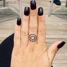 30 Tiny Finger Tattoos You'll Want to Flaunt ASAP