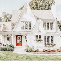 pinterest: chandlerjocleve instagram: chandlercleveland Outdoor Structures, Cabin, Mansions, House Styles, Home Decor, Mansion Houses, Homemade Home Decor, Manor Houses, Cubicle