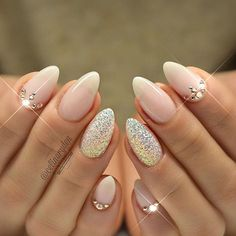 Opting for bright colours or intricate nail art isn't a must anymore. This year, nude nail designs are becoming a trend. Here are some nude nail designs. Hard Gel Nails, Pink Gel Nails, Almond Acrylic Nails, Almond Nails, Glitter Nails, Fun Nails, Soft Pink Nails, Pink Wedding Nails, Elegant Nail Art
