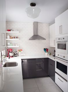 modern black and white design works well in any room - Shelterness