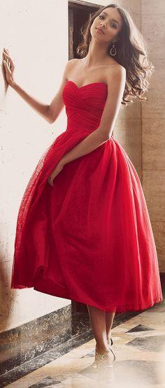 Aufregendes rotes Bustierkleid für den eleganten Hochzeitsgast.