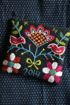 skåne 1 Polish Embroidery, Wool Embroidery, Wool Applique, Floral Embroidery, Cross Stitch Embroidery, Embroidery Patterns, Scandinavian Embroidery, Swedish Embroidery, Embroidery Floss Projects