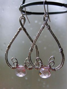 Would love to learn this wire wrapping and use turquoise.