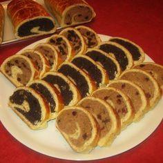 Diós, mákos és gesztenyés bejgli Recept képpel - Mindmegette.hu - Receptek Hungarian Recipes, Hungarian Food, Poppy Cake, Nutella, Sushi, Food And Drink, Mexican, Breakfast, Ethnic Recipes