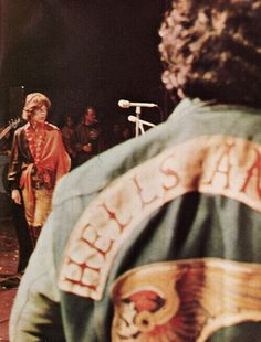 Mick Jagger of The Rolling Stones at the notorious Altamont Free Concert in HA's were concert security. Rock N Roll, Wolf, New York Vacation, Delta Blues, Hells Angels, Motorcycle Clubs, Mick Jagger, Film Serie, Classic Rock