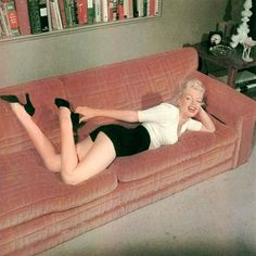 Marilyn high waisted , shoes , jumper, 1950s