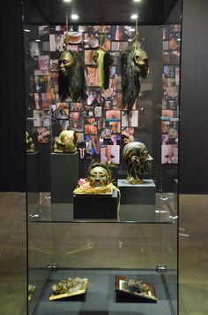 Aqui são réplicas de cabeças dos índios Maoris, que tatuavam seus rostos de acordo com a posição social
