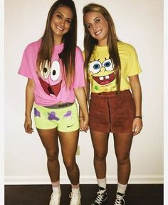 These best friend halloween costumes are perfect for you and your bestie in 2020! All students need to see these college halloween costume ideas best friends!! #Halloween #BestFriends #CostumeIdeas Halloween Outfits, Halloween Costumes For Teens Girls, Best Friend Halloween Costumes, Creative Halloween Costumes, Girl Costumes, Costume Ideas, Halloween Nails, Halloween Makeup, Halloween Party