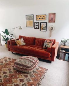 Living Room Orange, New Living Room, Living Room Sofa, Home And Living, Earth Tone Living Room Decor, Rock N Roll Living Room, Burnt Orange Bedroom, Burnt Orange Decor, Orange Couch