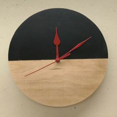 Simple clock Christmas gift http://ift.tt/2C6Kfi7