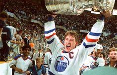 Then-Edmonton Oilers player Wayne Gretzky hoists the Stanley Cup in Edmonton in Stanley Cup Playoffs, Stanley Cup Finals, Stanley Cup Champions, Edmonton Oilers, Ice Hockey Players, Nhl Players, Star Wars, Wayne Gretzky, Pittsburgh Penguins Hockey