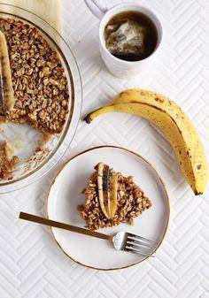 Overnight Baked Banana Bread Oatmeal - A Beautiful Mess Baked Apple Oatmeal, Baked Banana, Baked Apples, Banana Bread, Delicious Breakfast Recipes, How To Make Breakfast, Beautiful Mess, Food Dishes, Oatmeal