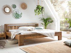 Das Bett Scottburgh mit niedrigen Kopfteil ist ideal für Dachschrägen und für Liebhaber des natürlichen und rustikalen Geschmacks. Durch die geradlinige Form, den starken Rahmen und die Verwendung von dem rustikalen, recycelten Pinienholz wird sein tolles Design zum Ausdruck gebracht. #bett #holzbett #schlafzimmer #schlafzimmerideen #bettbauen #bedroom Furniture, Room, House, Outdoor Bed, Home Decor, Home Deco, Bed, Bedroom Decor, Bedroom