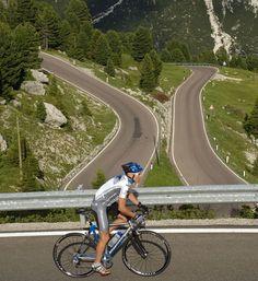 Ami il #ciclismo ma odi faticare?Inventata #bici che in discesa produce l #energiaeletrica necessaria per le salite