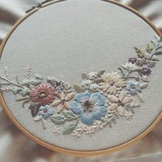 Supreme Best Stitches In Embroidery Ideas. Spectacular Best Stitches In Embroidery Ideas. Floral Embroidery Patterns, Hand Embroidery Stitches, Silk Ribbon Embroidery, Crewel Embroidery, Hand Embroidery Designs, Cross Stitch Embroidery, Sewing Art, Sewing Crafts, Brazilian Embroidery