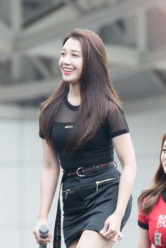 Jeong Eun Ji Apink❤180527 Kpop Girl Groups, Korean Girl Groups, Kpop Girls, Eunji Apink, Pink Panda, Eun Ji, My Wife Is, Korean Music, Love At First Sight