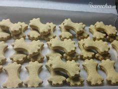 Zázvorníky (fotorecept) - recept | Varecha.sk Gingerbread Cookies, Cookie Cutters, Recipes, Food, Gingerbread Cupcakes, Essen, Meals, Ripped Recipes, Eten
