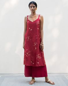Buy Red Kurtas for Women: Strappy Kurta & Tunic Online Dress Indian Style, Indian Dresses, Indian Outfits, Simple Kurta Designs, Kurta Designs Women, Indian Attire, Indian Wear, Casual Cotton Dress, Kurti Designs Party Wear