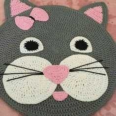 Round crochet rug made with owl graphic Chat Crochet, Crochet Mat, Crochet Rug Patterns, Crochet Carpet, Crochet Home, Free Crochet, Animal Rug, Knit Rug, Crochet Elephant