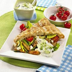 Leichter Geflügel-Döner Rezept | LECKER Nutrition Plans, Sandwiches, Tacos, Mexican, Ethnic Recipes, Food, Canning, Baking, Popular Recipes