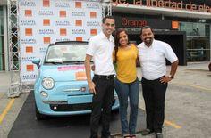 """Estefany Peña fue la feliz ganadora de un Fiat 500c 0 km convertible entregado por ALCATEL ONETOUCH y Orange en la promoción: """"Móntate en Navidad con ALCATEL ONETOUCH""""."""