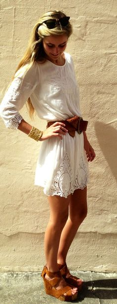 Love this white dress! the wedges also make her look even more slim and gorgeous :)