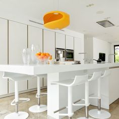 Dreaming of an open-plan kitchen? Stretch your kitchen space by going for an open-plan kitchen diner scheme that is great for family kitchens Fixer Upper, White Galley Kitchens, Modern Kitchens, Kitchen Island Dining Table, Kitchenette Design, Open Plan Kitchen Diner, Rustic Kitchen Decor, Kitchen Ideas, Decorating Kitchen