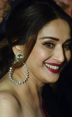 Beautiful Women Over 40, Beautiful Girl Indian, Beautiful Indian Actress, Indian Actress Pics, Indian Actresses, Bollywood Girls, Bollywood Stars, Madhuri Dixit Hot, India Beauty