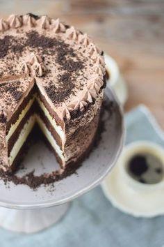 Kleine supersaftige Schokoladen Buttercreme Torte zum Geburtstag
