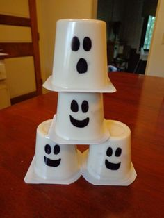 Three Ghost Friends: Ghost Pudding Cups. Draw faces on pudding cups to make easy an easy ghost craft for the kids (lunches?) on Halloween.    #ghosts #kidscrafts #halloween #fun