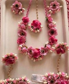 I love flower jewelry for mehndi's so simple and gorgeous
